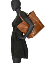Large Crinkled Leather Le Cabas Shoulder Bag Vanessa bruno Brown cabas cuir 82V40411-vue-porte